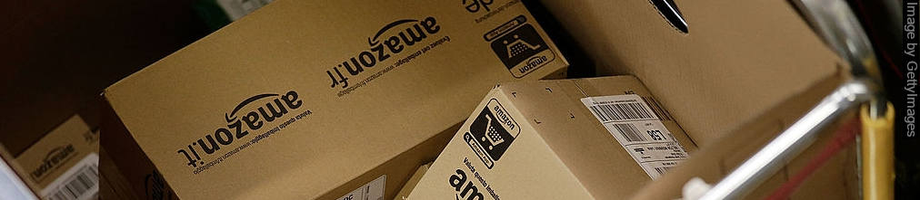 Pile of boxes with Amazon.fr and Amazon.it logos in a trolly
